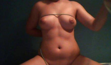 Chica porno juvenil español asiática con gafas recibe creampie anal